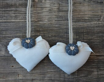Fermatende to heart with grey Floret in country chic style