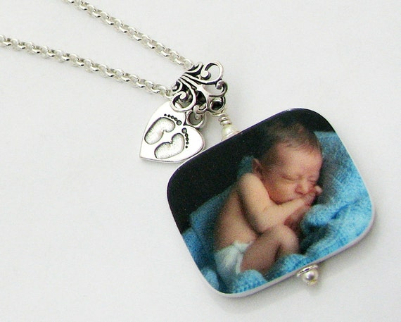 Photo Pendant Keepsake Necklace with Newborn Footprint Charm - P1RfNa