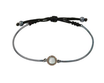 Angelorum adjustable sterling silver bracelet whit chalcedony cabochon and champagne cubic circonia