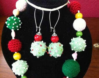 """Necklace and Pendientes""""Multicolor set"""" in Croche and wood"""