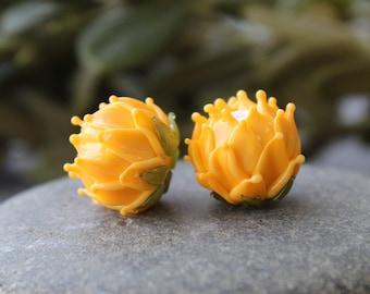 Lampwork Flower Beads, Pair Clover Flower Beads on Earrings, Yellow Glass Flower Beads, Flower Beads, Lampwork Beads, Glass Beads