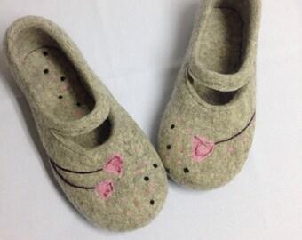 Grey felted slippers, Woolen clogs for women, Warmest house felt shoes, Handmade Wool felt slippers, Rubber soles, Felt clogs