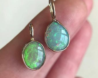 14K yellow gold pendant necklace with Australian Opal