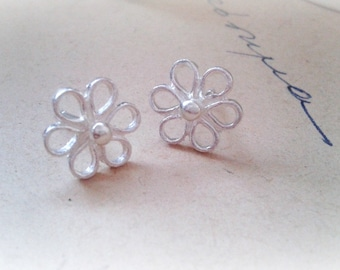 Daisy Earrings Sterling Silver, Sterling Silver Studs, Dainty Silver Studs, Silver Daisy Studs, Daisy Jewellery, Bridesmaids gift