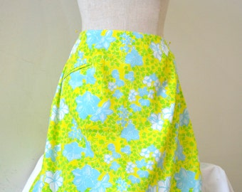 """1960's Vintage Lilly Pulitzer Golf Skirt Skirt  """"The Lilly"""" 34"""" Waist size 14 modern Yellow Blue Green and White Hip 43"""" Length 20"""" perfect!"""