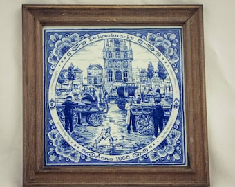 "DELFT tile cheesemarket dutch scene made in holland Framed tile Handpainted Delfts blauwe wandtegel in lijst ""De Kaasmarkt"" ""Anno 1900"""