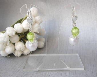 Earrings green and white wedding Pearl 2 beads