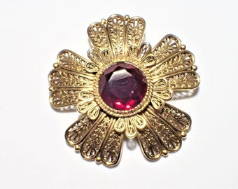 Avante Gold Tone Filigree Flower Brooch With Large Red Center Rhinestone