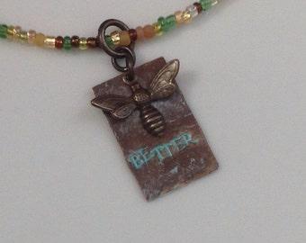 Biene besser Halskette - Schmuck - inspirierende Halskette - Biene - Bienen Schmuck Geschenk - Anhänger Halskette - Messingkette - Perlenkette
