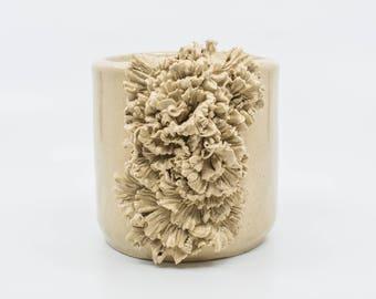 Pot en céramique à volants