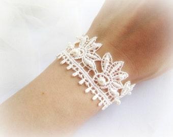 Ivory lace bracelet, flowers lace bracelet, embroidered lace bracelet, bridal lace bracelet, floral lace bracelet, white lace bracelet
