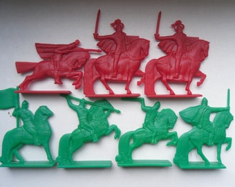 """Set toy soldiers Knights and Russian soldiers from the set """"The Battle of the Ice"""""""