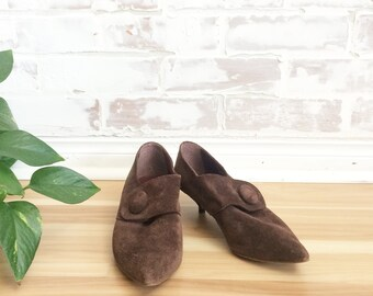 Vintage 70s 80s Italian SUEDE Kitten Heel Button Strap Shoes || Elfie Shoes || Size 8