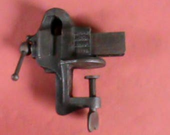 Antique A. M. Co Athol Mass. No 4 Jewelers vise with 1 5/8 inch jaws.