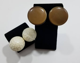 Beautiful Pair of Clip Earrings, White Molded Flowers (Plastic) from Germany
