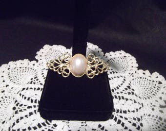 Goldtone Faux Pearl Cabochon Brooch Pin 2-1/8 in.