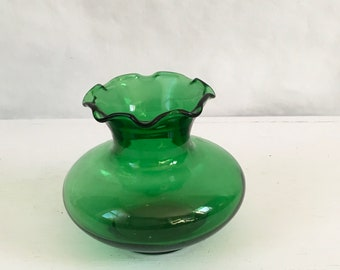 Forest Green short ruffled green glass vase made by anchor hocking in the 1960s and 1970s