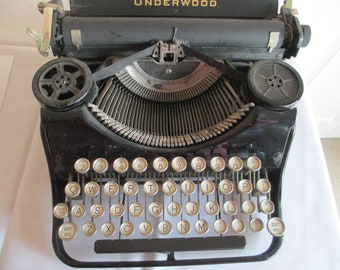1934 ANTIQUE UNDERWOOD 4 Bank Portable TYPEWRITER, E Model. Glass Keys