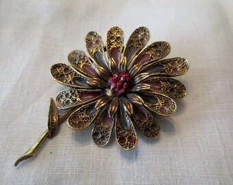 vintage Art Co. flower pin - gold, goldtone, daisy