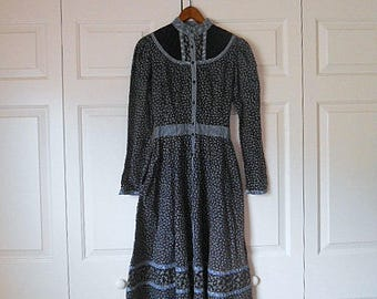 Vintage prairie style quilted calico print Gunnie Sax Dress