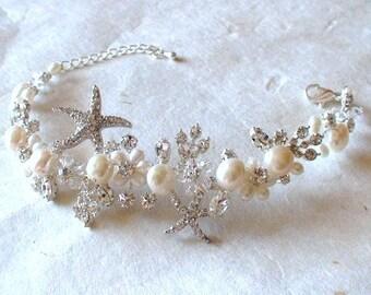Starfish bracelet. Bridal accessories. Bridal bracelet. Starfish pearl wedding bracelet. Pearl crystal bracelet. Beach Wedding jewelry.