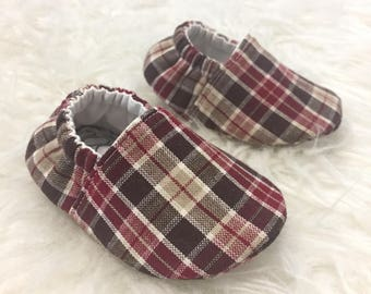 Vegan Baby Shoes / Cranberry Plaid / Baby Shoes / Baby Moccasins / Childrens Indoor Shoes / Vegan Moccs / Soft Soled Shoe / Montessori Shoes