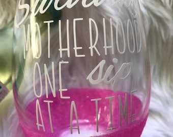 Mom wine glass / Gift for mom / funny wine glass / gifts for mom / gift for friend