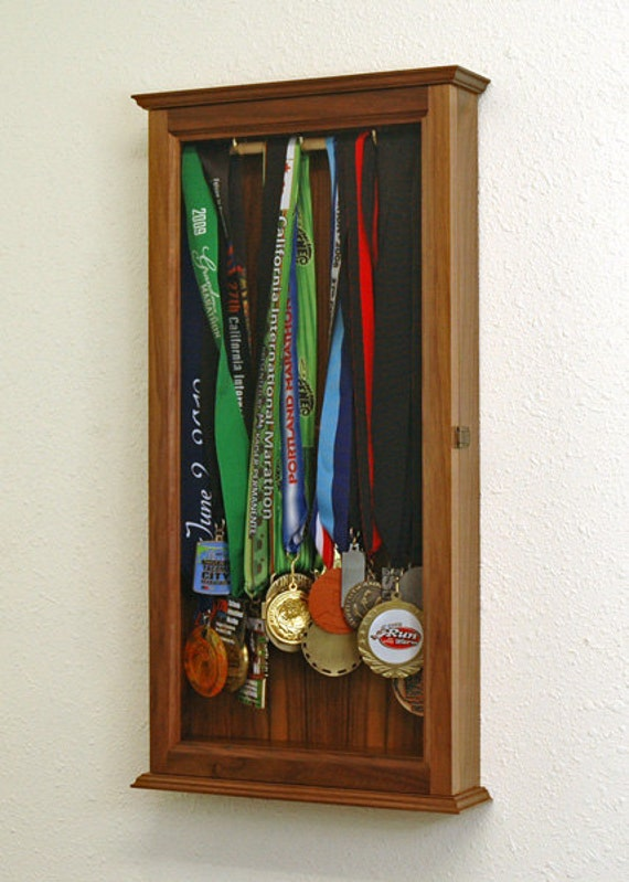 Superbe Marathon Sports Medal Display Case Wall Cabinet