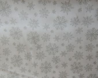 Windham Fabrics background Patch fabric white patterned silver snowflakes