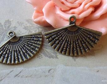 17 x 24 mm Antiqued Bronze Paper Fan Charm Pendants (.tuc)