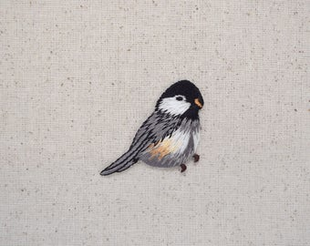 Chickadee - Bird - Facing Right - Iron on Applique - Embroidered Patch - 1123147A
