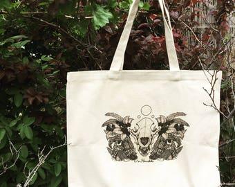 Ursus arctos horibilis Tote Bag