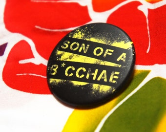 "Badge / Pin ""SON Of A BACCHAE"" - XENA Warrior Princess / Lucy Lawless"