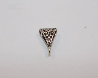 Triangular silver bail, 15 mm floral decoration. (4750113)