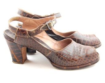 1940s Platform Heels // size 7 1/2 AAAA // Brown Gator shoes 40s 50s Alligator pumps - Peeptoe 40s shoes