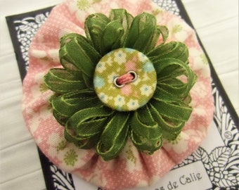 Yoyo fabric brooch, TOWIKA, Les Yoyos de Calie, japanese pin brooch, handmade brooch, textile brooch, kawaii pin brooch, gift for her,