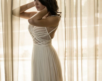 White long dress Champagne evening gown Sleeveless dress Mother of the bride dress Bridesmaid gowns Open back dress Sleeveless gown