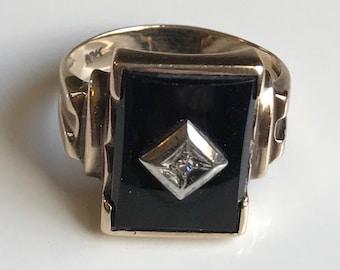 10 K Yellow Gold Man's Onyx Ring-Size 10