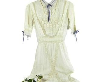 Robe d'été blanche Edwardian antique au Crochet dentelle broderie ruban bleu