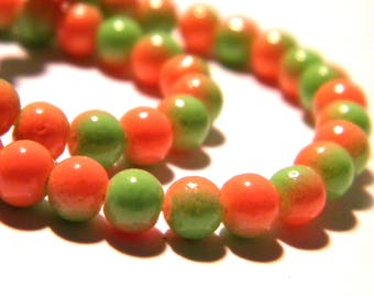 100 glass beads 4 mm - 2 colors - green and orange-glass - G57-10