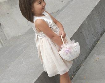 Flower Girl Basket, Ivory, White, Pink, Blush, Cream, Elegant Wedding, Vintage Style, Gatsby Wedding, Lace, Pearls, Pearl Handle, Round