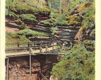 Wisconsin Dells, Wisconsin, Wisconsin River, Witches Gulch, Moss Hung Cliffs - Vintage Postcard - Postcard - Unused (SSS)