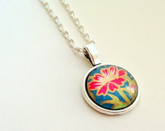 "NEW - 18mm Glass Cabochon Pendant - Fuschia Daisy design  -18"" Silver Plated OR Ball chain"