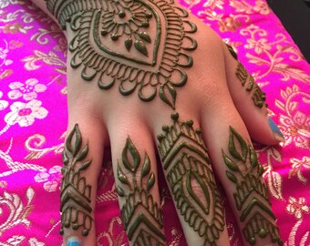 Fresh henna cone
