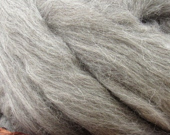 Grey Cheviot Wool Roving - Undyed Natural Spinning Fiber / 1oz