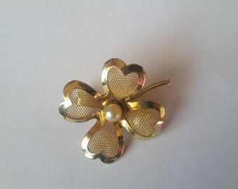 Vintage clover brooch with faux pearl and gold tone signed Coro