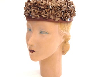Vintage Hat 1950s Hat 1960s Hat Tan Hat Beige Hat Flower Hat Petal Hat Floral Hat Fabric Hat Pillbox Hat Church Hat Floral Pillbox
