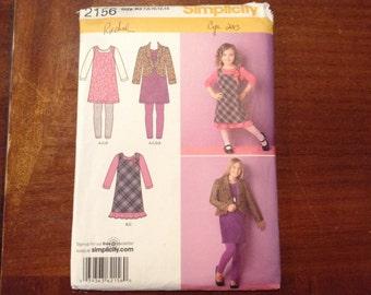 Simplicity pattern 2156  girls  size 7-8-10-12-14 uncut