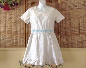 Vintage 70's White Cotton Babydoll Mini  Dress Daisy Detail Girls 16 Womens Small