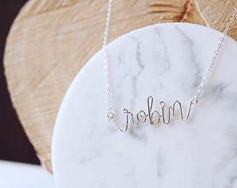 Customized calligraphy necklace (8 letters MAX).